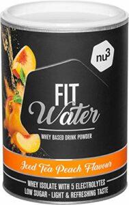 Protein Water 300 g en poudre – Iced Tea Peach – 21,4 g Iso Whey Protein par boisson – protéine soluble dans l'eau avec un goût fruité rafraîchissant – faible en calories et en sucre, végétarien nu3